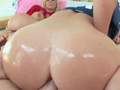 two gorgeous golden-haired sluts share a 10-Pounder in their mouths and butt